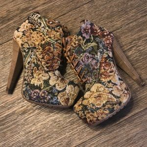Aldo Floral Jacquard Tapestry Booties. Size 6.5.